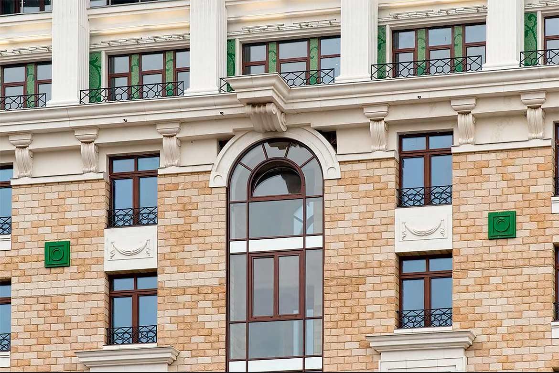 Эксперты Премии «Оконная компания года» раскрывают нюансы замены окон в многоквартирном доме